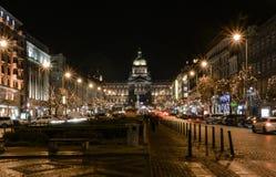 Sikt av natten Prague royaltyfri foto