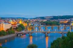 Sikt av natten Prague fotografering för bildbyråer
