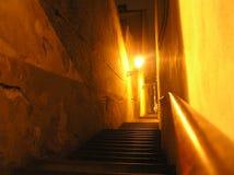 Sikt av nattgatan, lampa Arkivfoto