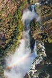 Sikt av nedgångarna från en höjd av fågelflyget faller victoria nationalpark Mosi-oa-Tunya Zambiya och världsarv Zimb Royaltyfri Fotografi