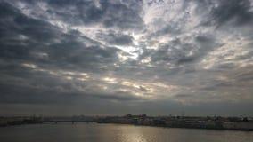 Sikt av Neva River In Saint Petersburg lager videofilmer