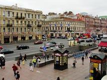 Sikt av nevsky prospekt från det öppna gallerit av det centrala varuhuset Fotografering för Bildbyråer