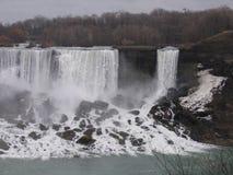 Sikt av Niagra nedgångar i vinter Arkivbild