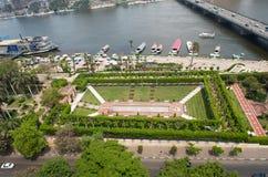 Sikt av Nilenenbankment och i Kairo Arkivbilder