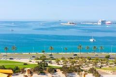 Sikt av Parc de la Fördärva Parkera av havet med havet i bakgrunden från terrassen av domkyrkan av Santa Maria av Palma, royaltyfria bilder