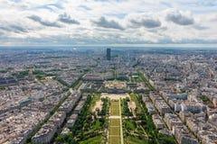 Sikt av Paris, Champ de Mars från Eiffeltorn Royaltyfri Fotografi