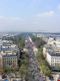Sikt av Paris gator med folkmassor av löpare Fotografering för Bildbyråer