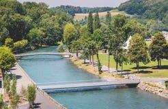 Sikt av parkera bredvid domkyrkan av Lourdes Arkivbilder