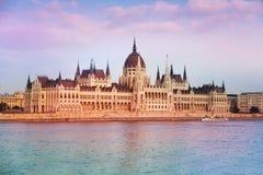 Sikt av parlamentet i Budapest, Ungern Royaltyfri Foto