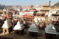 Sikt av Pashupatinath - hinduisk tempel i Katmandu Arkivbild