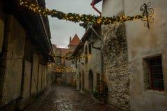 Sikt av passagen för ` s för St Catherine, gammal stad av Tallinn, Estland arkivfoton