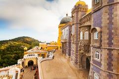 Sikt av Pena den nationella slotten i Sintra, Portugal Royaltyfri Fotografi