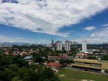 Sikt av Petaling Jaya förort med KL-stadsmitten i bakgrunden Arkivfoto