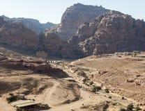 Sikt av Petra Valley från urnagravvalvet Petra jordan Royaltyfria Foton