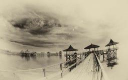 Sikt av pir på havskusten Royaltyfria Bilder