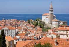 Sikt av Piran och Adriatiskt havet Royaltyfri Foto