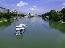 Sikt av Po River i Turin Royaltyfri Bild