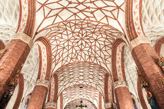 Sikt av Polen. Härligt valv i gotisk kyrka. Royaltyfria Bilder