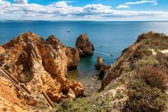 Sikt av Ponta da Piedade, atlantisk kust nära Lagos, Algarve, Portugal Royaltyfri Foto