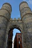 Sikt av Porta Soprana - Genoa Landmarks royaltyfri foto