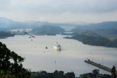 Sikt av portar för Panama kanal arkivfoto