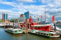 Sikt av porten av Hamburg och Elbe River arkivfoto