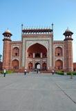 Sikt av porten på Taj Mahal Arkivfoton