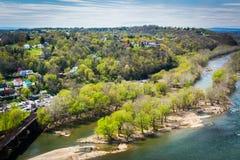 Sikt av Potomacet River från Maryland höjder, i Harpers Ferr Arkivfoto