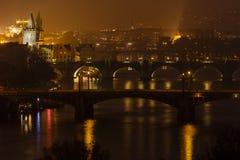 Sikt av Prague broar Royaltyfria Bilder