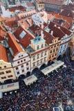 Sikt av Prague från det gamla stadshuset Arkivfoto