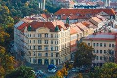 Sikt av Prague från kullen av det Vysehrad fortet, Tjeckien Royaltyfri Bild