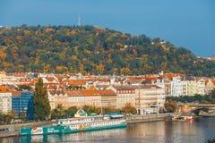 Sikt av Prague från kullen av det Vysehrad fortet, Tjeckien Arkivbilder