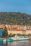 Sikt av Prague från kullen av det Vysehrad fortet, Tjeckien Royaltyfria Bilder