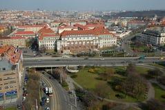 Sikt av Prague från taket av den Centrotex byggnaden, Pankrà ¡ c royaltyfri bild
