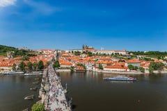 Sikt av Prague frome Charles Bridge Tower Praha Royaltyfri Fotografi