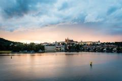 Sikt av Prague i aftonen, Tjeckien Royaltyfri Bild