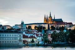 Sikt av Prague i aftonen, Tjeckien Fotografering för Bildbyråer
