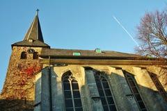 Sikt av protestantstadskyrkan i den pittoreska gamla staden av Wuelfrath Royaltyfria Bilder