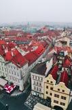 Sikt av röda tak i Prague Arkivbild