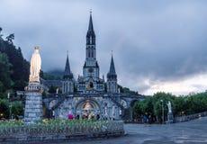 Sikt av radbandbasilikan i Lourdes Arkivbilder