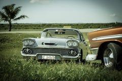 Sikt av retro klassiska bilar för gammal tappning Arkivfoton