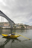 Sikt av Ribeira den historiska fjärdedelen, på emen för marginalDouro flod Royaltyfria Bilder