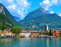 Sikt av Riva del Garda, sjö Garda, Italien Royaltyfri Bild