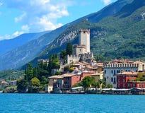 Sikt av Riva del Garda, sjö Garda, Italien Royaltyfria Bilder