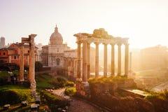 Sikt av Roman Forum med templet av Saturn, Rome, Italien Royaltyfri Fotografi