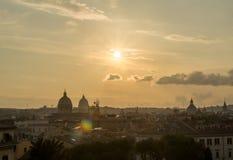 Sikt av Rome från den Capitoline kullen på solnedgången Royaltyfri Fotografi