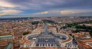 Sikt av Rome från kupol av helgonet Peter Basilica Arkivbilder