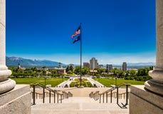 Sikt av Salt Lake City, Utah, från momenten av den statliga Kapitoliumbyggnaden fotografering för bildbyråer