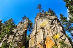 Sikt av sandstenpelarna Teplice-Adrspach vaggar staden Stenig stad i Adrspach - nationell naturreserv i Tjeckien Arkivbilder