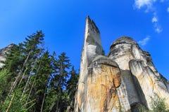 Sikt av sandstenpelarna Teplice-Adrspach vaggar staden Stenig stad i Adrspach - nationell naturreserv i Tjeckien Arkivfoton